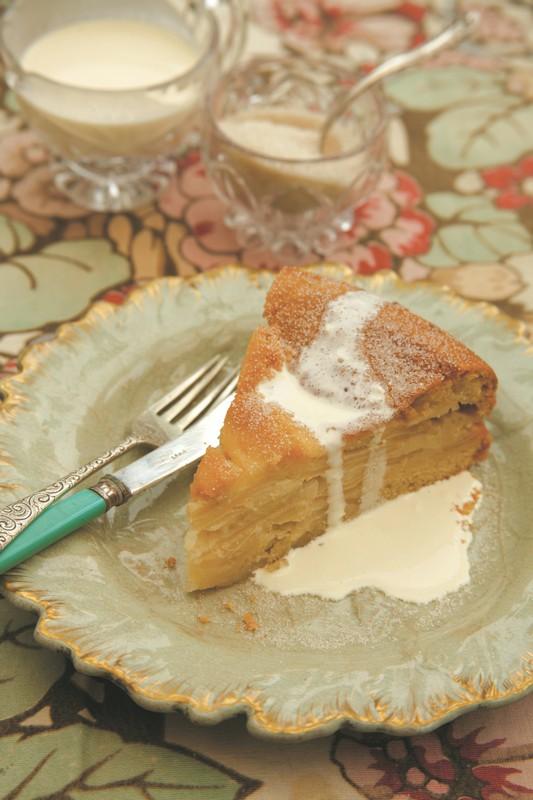Layered 'Drunken' Apple Cake or Kuchen Borracho